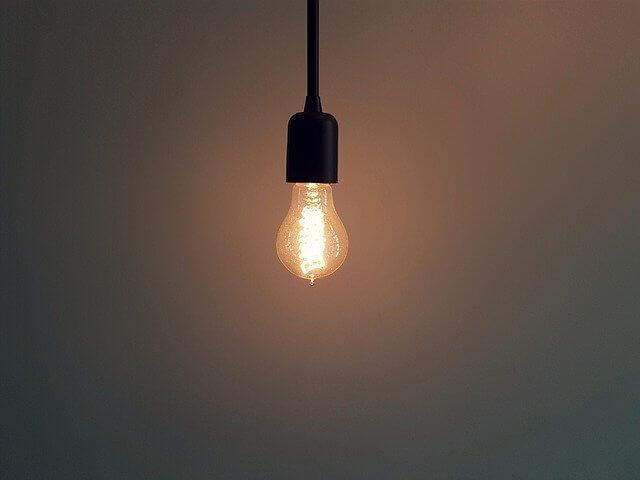 消し忘れた電気のイメージ