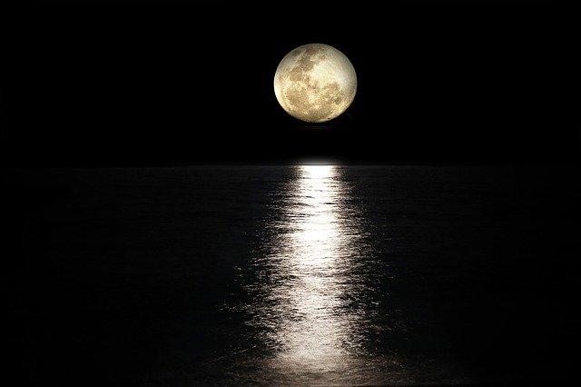 月と海画像