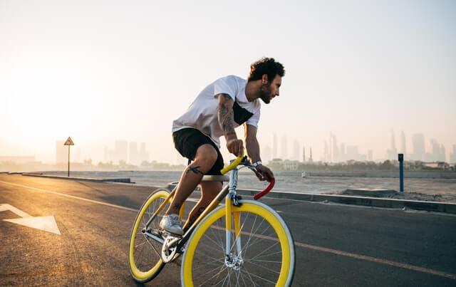 颯爽と自転車